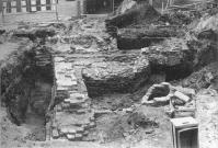De in 1987 opgegraven fundamenten van de in 1566 verwoeste toren